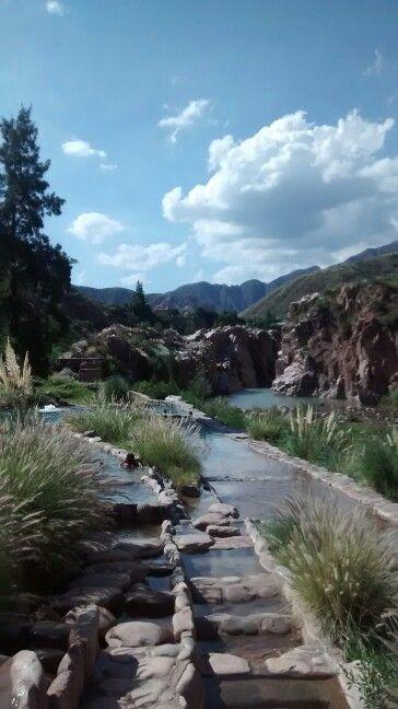 Cacheuta, Mendoza, Argentina. Piletas de aguas termales en la montaña.
