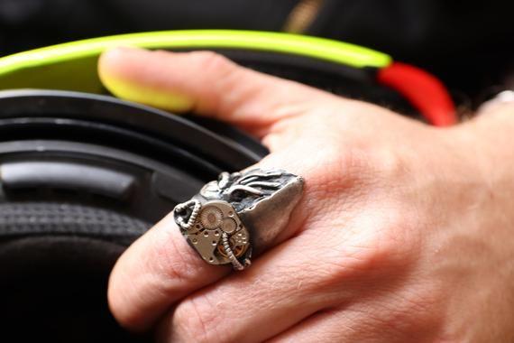 Cyber Metal Herz Ring – Oxidiertes 925er Sterling #Schmuck #Ring @EtsyMktgTool #Rav …   – Steampunk  design & jewelry