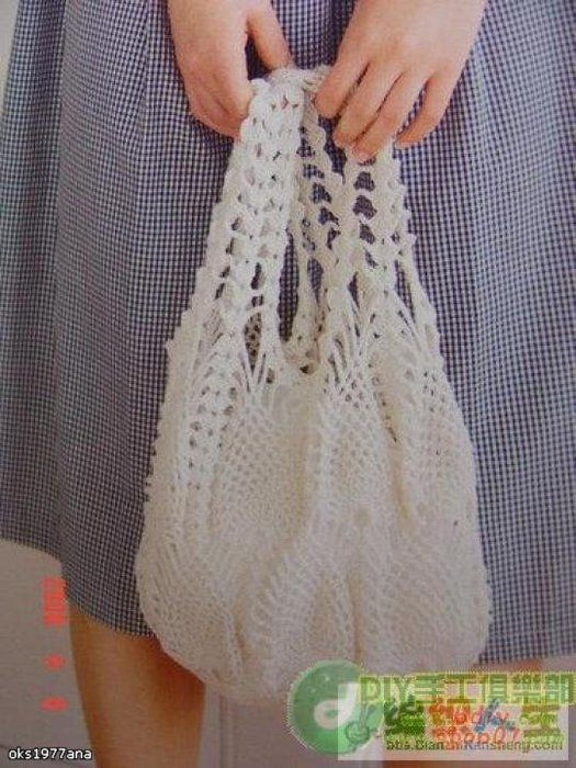 Free Crochet patterns for three beautiful bags!