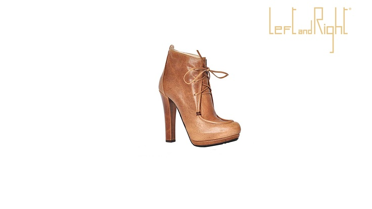 Ankle boot  in Afrikaans, 12 cm heel, double platform, rubber sole.