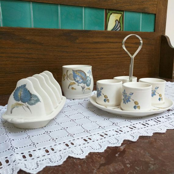 This midcentury breakfast set will bring a vintage look to your breakfast table. Consisting of 4 egg cups with stand, toast rack and jam pot it dates