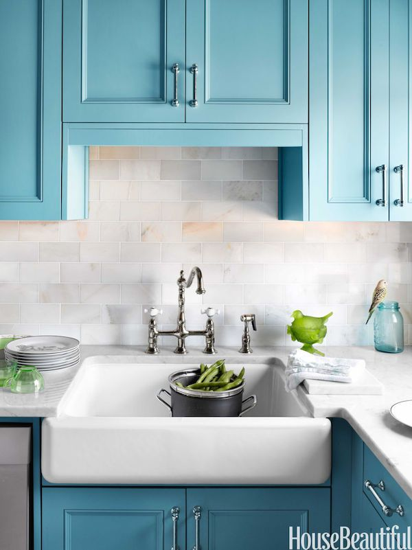 Blue Kitchen with Apron-Front Farmhouse Sink. Click through to find more inspiration photos and sources for farmhouse sinks and apron front sinks.