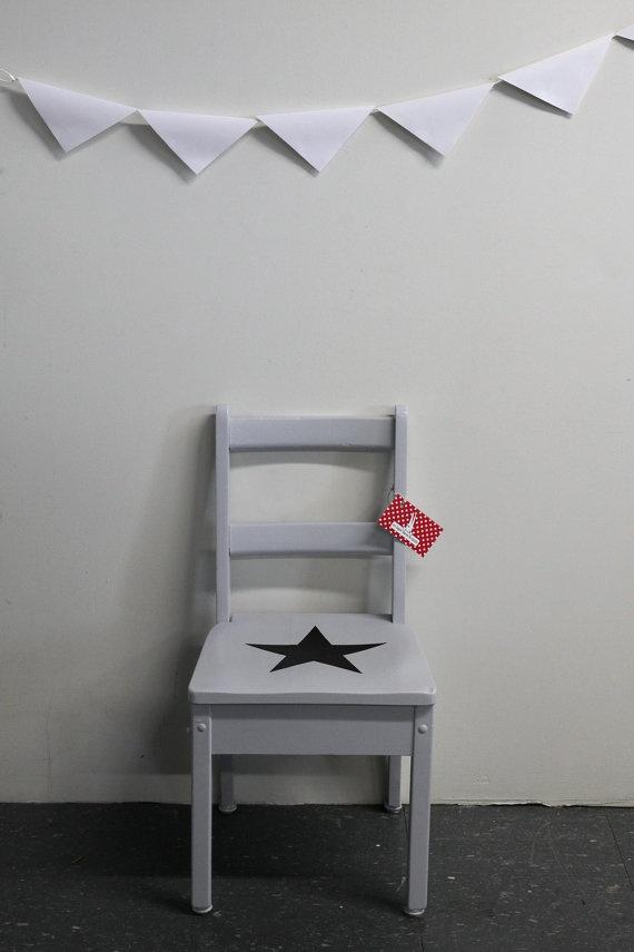 Chaise enfant retro en bois peint gris par for Chaise bois gris