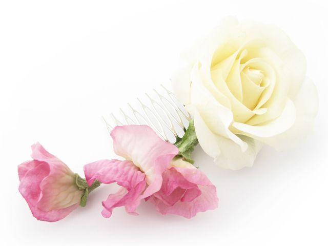 Sweet pea and rose slide comb by Loveflowers. Find your perfect wedding flowers at http://www.loveflowers.com.au/