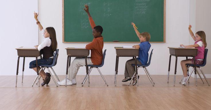 Juegos para enseñar frases preposicionales en la escuela. Aprender gramática es necesario, y no necesariamente tiene que ser aburrido. Se pueden utilizar juegos para reforzar determinada noción, como las frases preposicionales, sin que los alumnos se duerman. Los alumnos de entre 12 y 14 años esperan las lecciones de gramática cuando incluyen juegos que requieran pensar en el momento, ganarle al reloj, ...