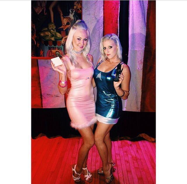 Romy and Michele costumes - DIY Cosplay #romyandmichele #costume #cosplay #90s babes