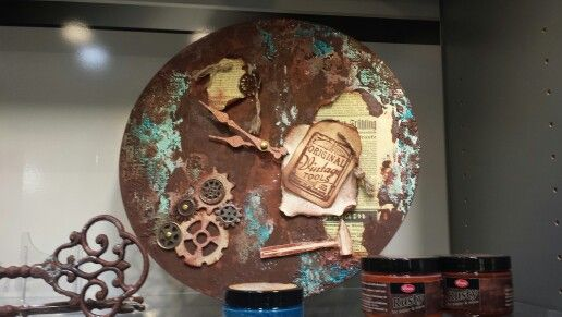 Reloj con Rusty y Scrap con productos de VIVA.
