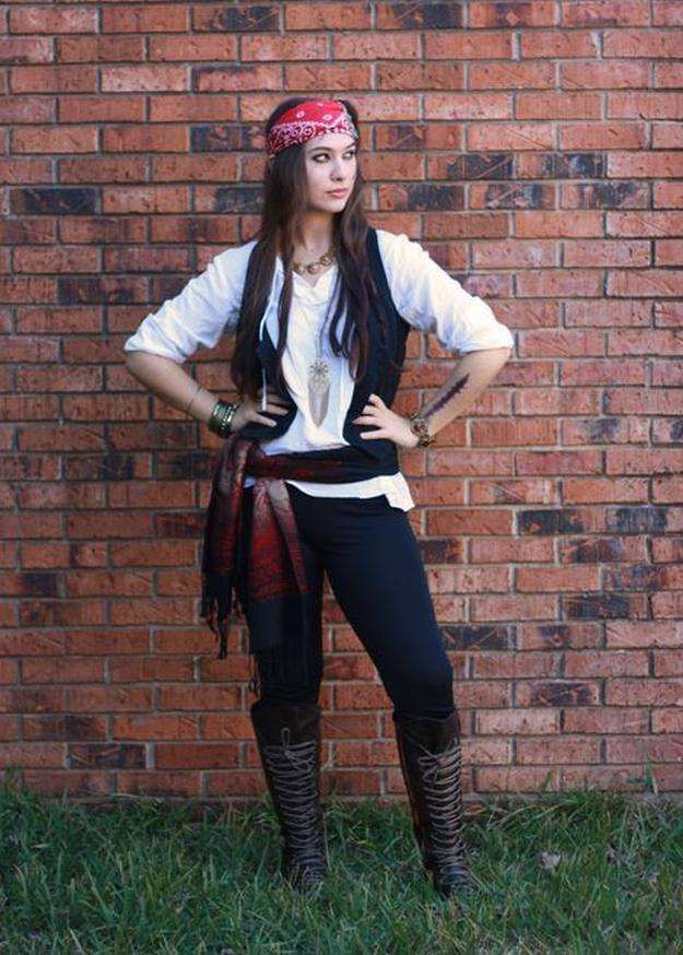 Ladies DIY Pirate Costume | 25 DIY Pirate Costume Ideas, check it out at http://diyready.com/25-argh-tastic-diy-pirate-costume-ideas