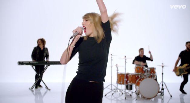 Shake it OUTTTT #shakeitoff #thissickbeat