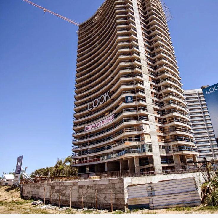 La exclusivísima torre LOOK BRAVA Beach Tower, es la obra que más ha avanzado durante el 2014. Los 26 pisos ya construidos (42 mil m2)  sumado a dos excepcionales unidades modelo, despertaron en la noche de su inauguración, el asombro e interés de numerosos inversionistas que descubrieron y disfrutaron de sus excelentes terminaciones y amplias vistas panorámicas. En la Parada 10 de la playa más chic de Punta, esta torre ofrece apartamentos de 1, 2 y 3 dormitorios con dependencia.