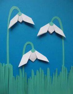 Весенняя поделка подснежники. Цветы выполнены в технике оргигами, поэтому выглядят объемно. Так можно оформить открытку для мамы или бабушки к 8 марта.