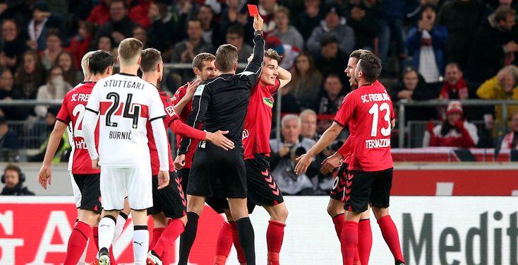 Stuttgart schlägt dezimierte Freiburger - Der SC Freiburg steckt weiter im Tabellenkeller fest. Auch aufgrund einer frühen roten Karte unterlagen die Breisgauer dem VfB Stuttgart mit 0:3.