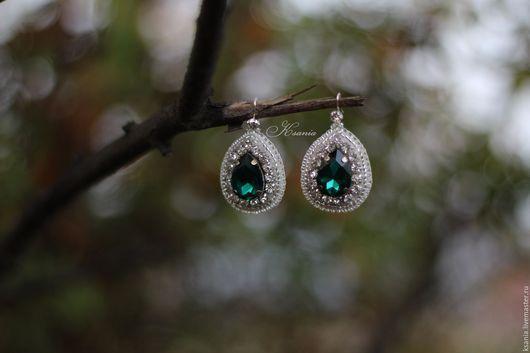 Серьги ручной работы. Серьги вышитые бисером с изумрудным кристаллом. Ksania bijoux. Ярмарка Мастеров. Серьги с кристаллами, зеленые серьги