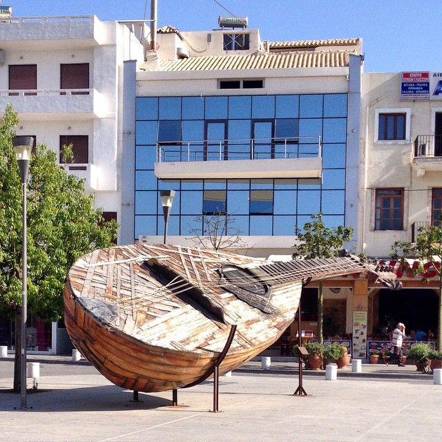 "Traditional #cretan #music instrument, ""lyra""! #Rethymno #Crete Photo credits: @anna_victress"