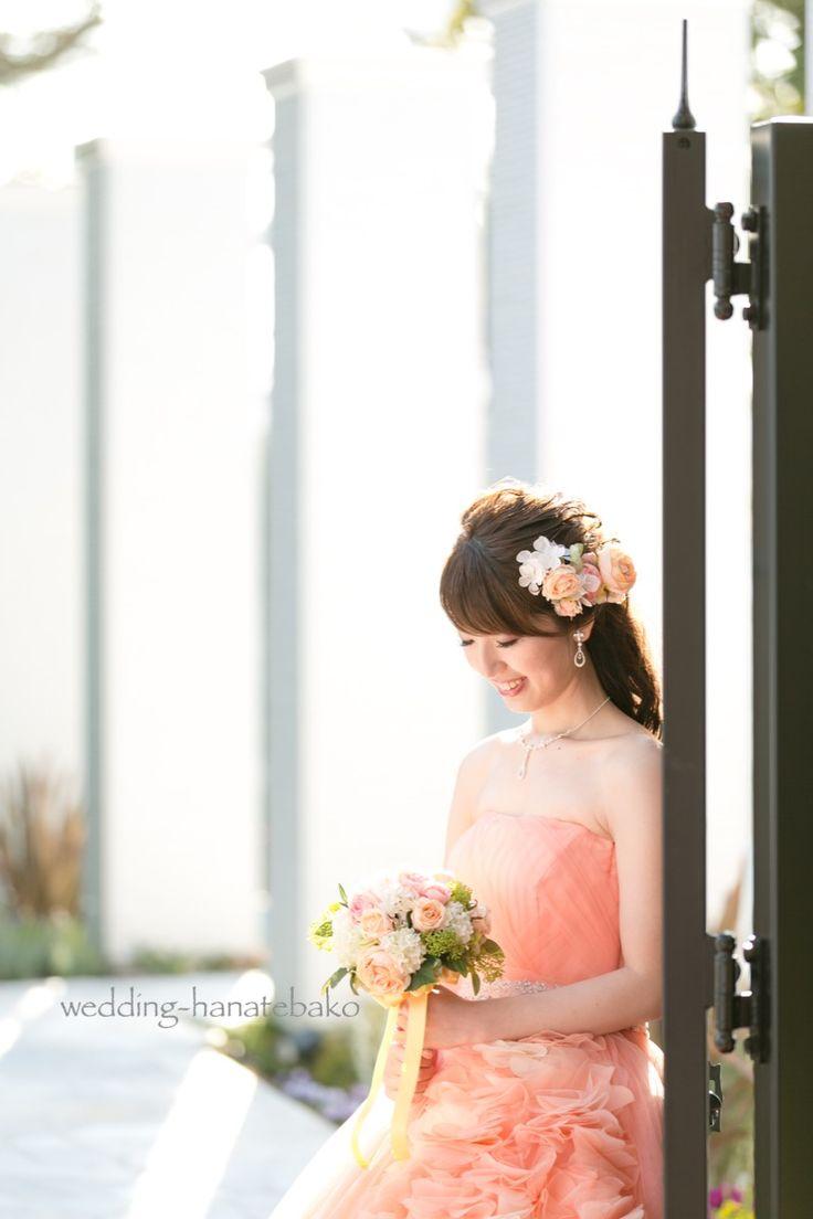 優しいオレンジのカラードレスに。 ブーケとお揃いのヘッドドレス。 ブーケについてのエピソードはブログにて。 → http://ameblo.jp/hanatebako-yuri/entry-12261307398.html  また〜ひとくちメモとかいりませんて と、生徒さんに突っ込まれそう。