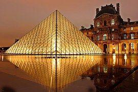 Musée Du Louvre, Pyramide, Paris