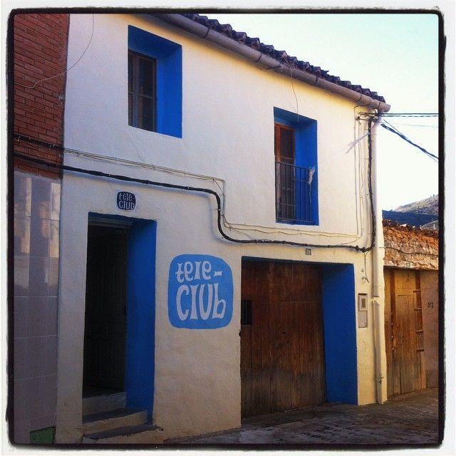 El Tele-Club de la aldea del Collado en Alpuente. Foto de albertosaiz's en Instagram