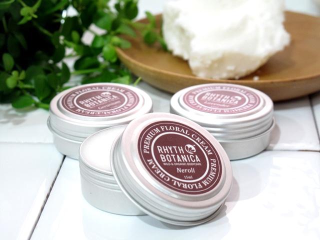 フローラルクリーム:ネロリ(オレンジフラワー) 【オーガニックシアバターと花の精油のクリーム!乾燥する季節に保湿用のフェイシャルクリームとしてはもちろん、ハンド・ボディクリームや化粧の下地、ネイルケア、ヘアクリームとしても…◎  持ち運びに便利なスモールサイズで様々な用途で利用できるフローラルな香りの万能クリームをぜひ一度、お試しください!】