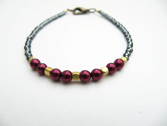 Christmas Ruby Red Wire Bracelet by CloudPearls on Etsy, €8.00