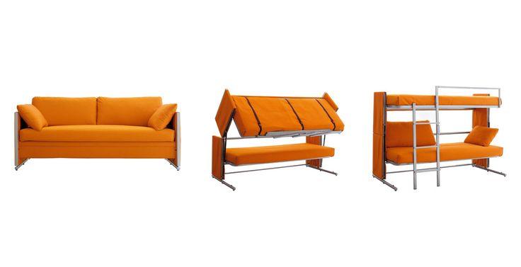 <strong>Sofá e beliche:</strong> o sofá Doc tem um sistema que o transforma em beliche. Basta tirar as almofadas e puxar a parte inferior do assento, que é a cama de cima. Tem até uma escada para subir. Ideal para aproveitar espaços pequenos.