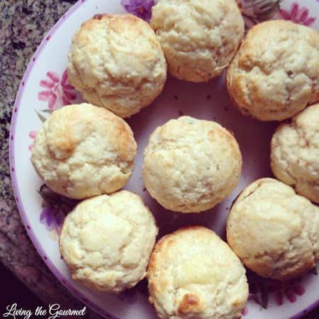 Sunday Scones: In a rush this morning? This easy 7-ingredient recipe will be prepared and baked in under 20 minutes! :)