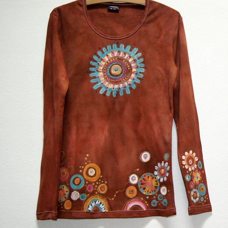 Mandalkové+triko+M-XXL+-+dámské+triko+s+dlouhým+rukávm+výbornékvality+-+100%+bavlna+-+batika+hnědá+-+výstřihU,dlouhý+rukáv,dostatečně+dlouhé+-malované+ručně,+vše+kvalitními+barvami+na+textil+-+originální+motiv+-+výborně+pasuje+k+mandalkovým+teniskám+ZDE:+-+ihned+dostupné+ve+vel.+š.+cca+48+cm+d.+cca+70+cm+Měřeno+v+klidu.+-+návod+na+údržbu+bude+...