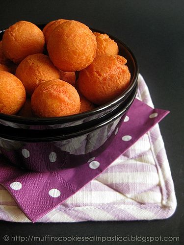 castagnole all'alchermes / ricetta / carnevale