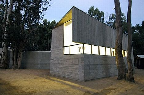 concrete-house-glass-exterior  fra   http://dornob.com/modernist-concrete-fortress-home-design/?ref=search#
