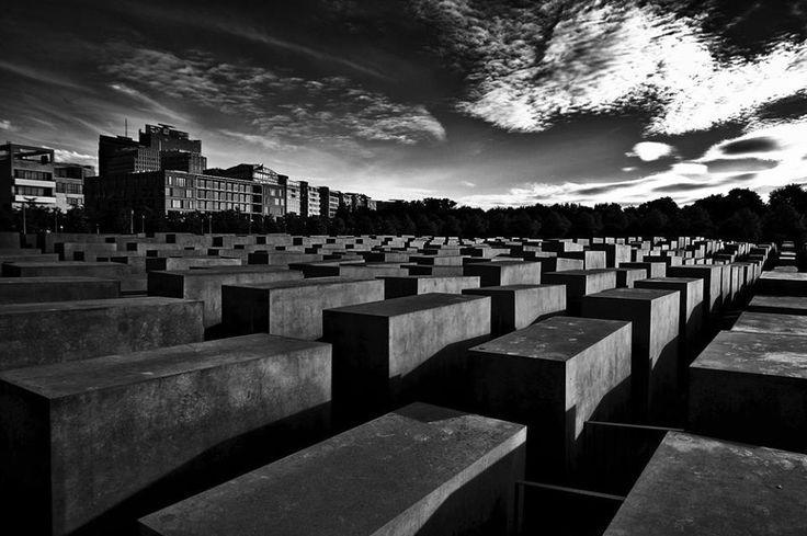 SELECTION OF THE DAY by @Expo Fine Art Photography > Piazza della Memoria > Berlino 2013 > Photo © Maria Teresa Mosna > #Expo #FineArt #Photography > #Cityscape