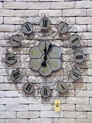İşlemeli Gri Saat
