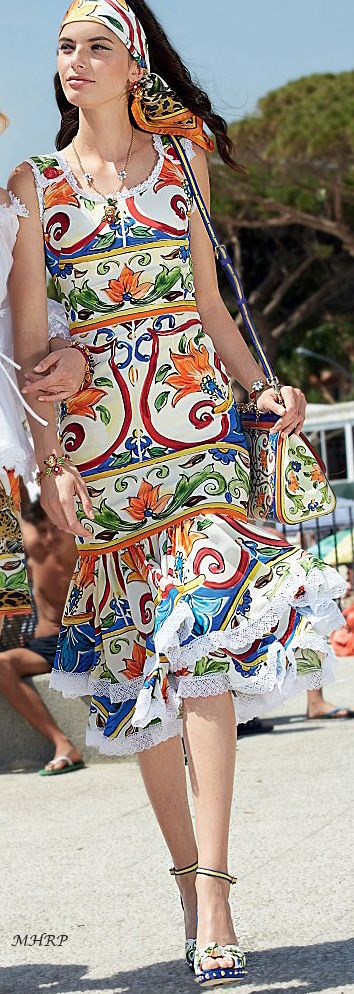 dolce-and-gabbana-summer-2018-women--mondello-collection
