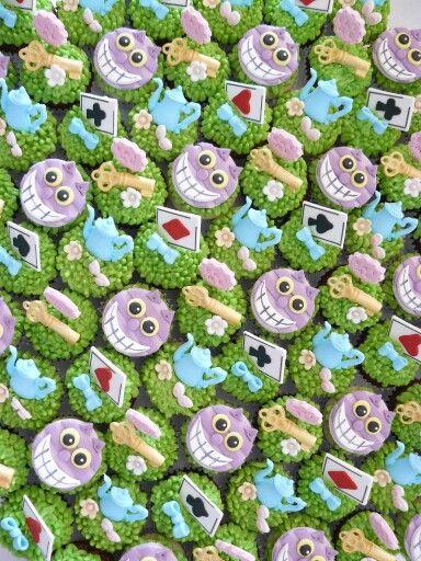 Alice in Wonderland mini cupcakes