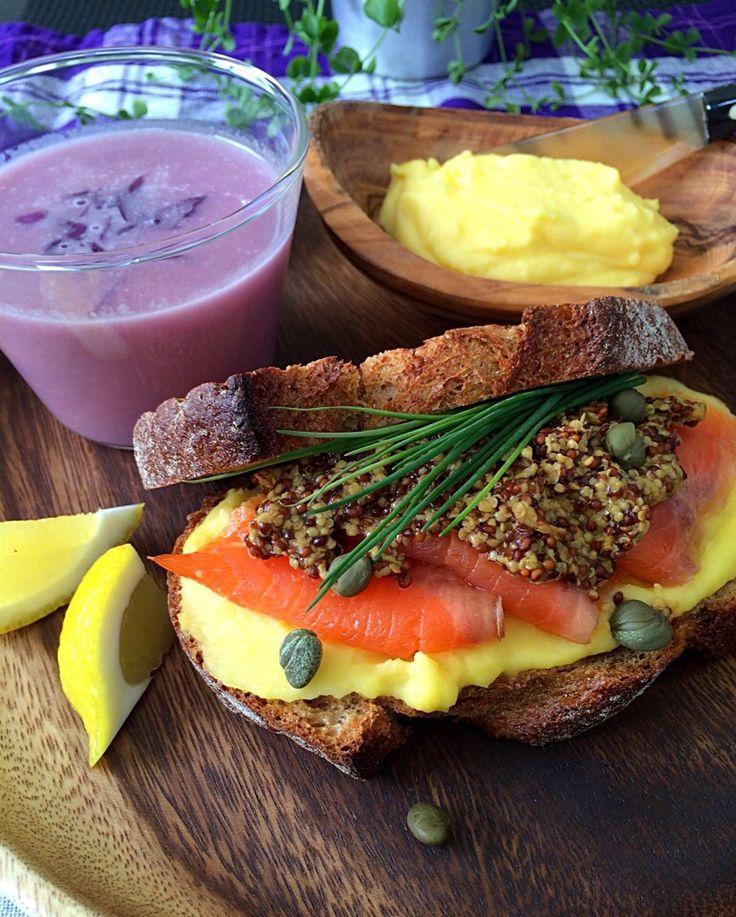 スモークサーモンサンド&ココナッツオイルで紫キャベツのスープ Purple cabbage soup with smoked salmon sand and coconut oil