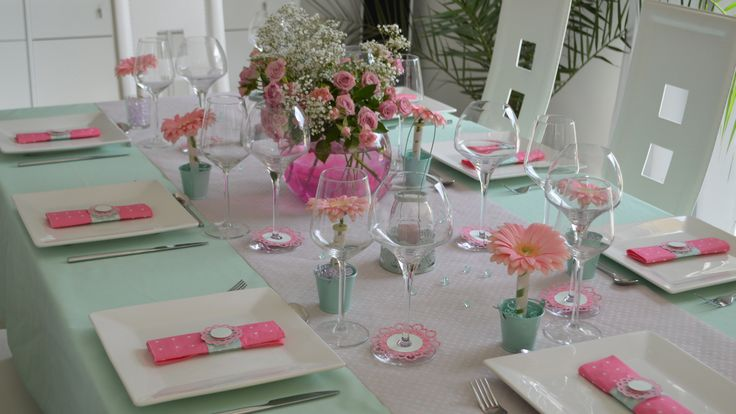 D co de table rose et vert d 39 eau tr s romantique - Idee decoration de table pour communion fille ...