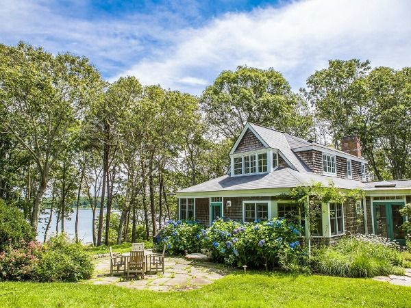 Judy Blume's Martha's Vineyard Cottage For Sale | hookedonhouses.net