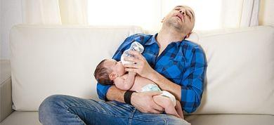 Αν δεν έχετε μαύρους κύκλους κάτω από τα μάτια και δεν σας παίρνει ο ύπνος όπου βρεθείτε... μάλλον δεν έχετε γίνει ακόμα γονείς!