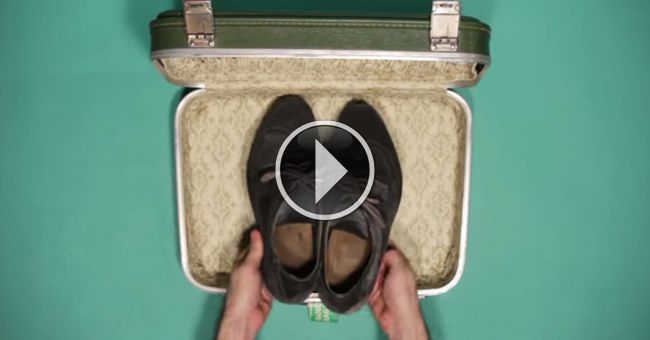 уместить все свои вещи для поездки в маленький чемоданчик размером 36 на 28 см и глубиной всего 10 см? Это может показаться нереальным, но создатели этого видео умудрились сложить в него пару джинсов, 4 футболки, пижаму, ботинки, 3 пары трусов, 3 пары носков, одну рубашку и один костюм! Не верите? Смотрите сами! Весь секрет в том, что складывать вещи нужно не так, как мы привыкли, а использовать другие оригинальные способы.