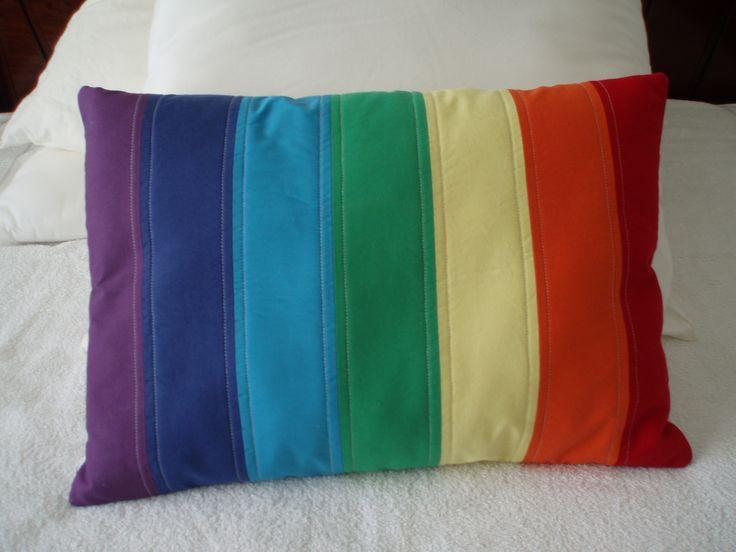 Almofada arco íris.