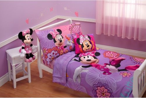 Minnie Mouse Toddler Bedding Set.