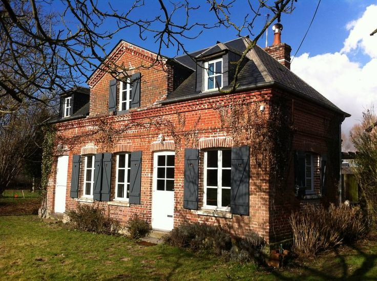 Huis in Berville-sur-Mer, Frankrijk. Charming brick-built Norman house with an attractive garden, in 10 mn of Honfleur and Pont-Audemer and just a step from the natural harbour of Berville-sur-mer. Comfortable and warm, it is the ideal starting point for numerous visits or paths.