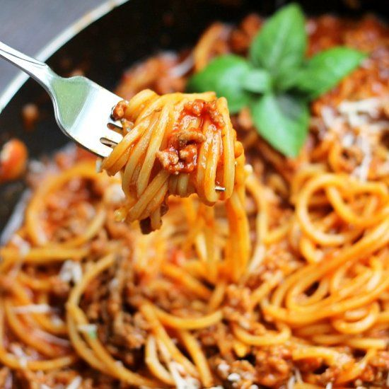 One Pot Spaghetti with Meat Sauce- the perfect simple weeknight meal using only one pot!