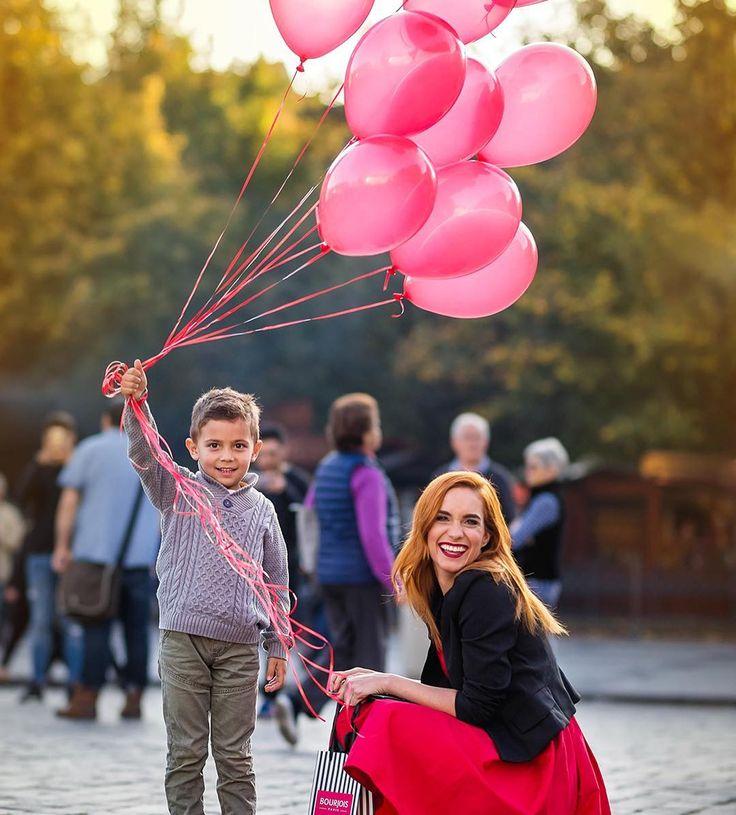 Isnt he the cutest thing ever?❤❤#shooting #actress #thebestchildactorever #fun #friends #redlipstick #loveit #sun #fashion #hanavagnerova #baloons @bourjois_czsk