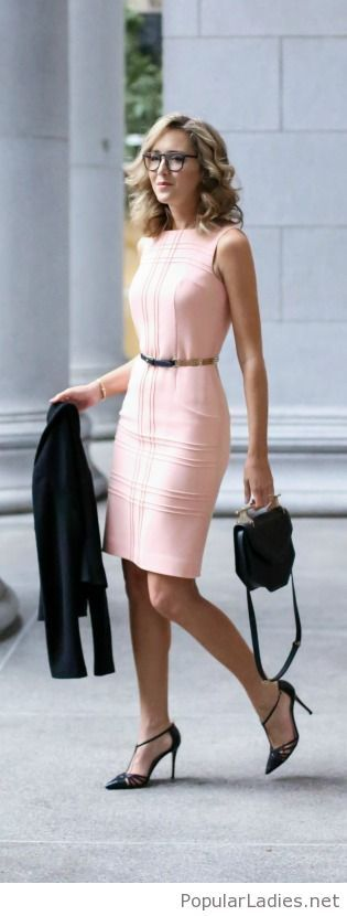 beautiful-light-pink-office-dress-with-black-accessories
