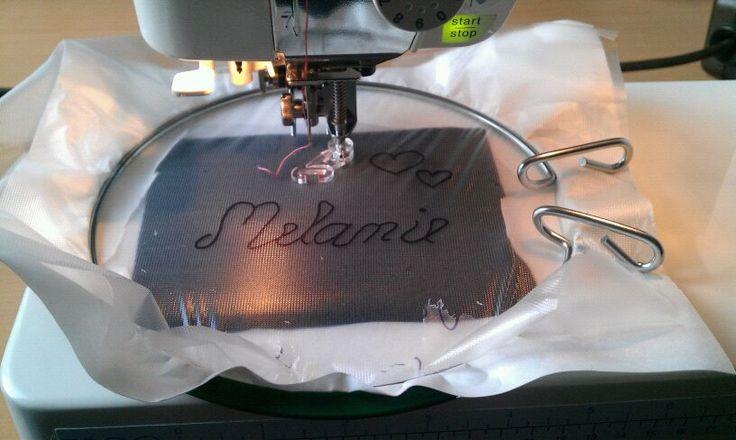 Anleitung für einen Schriftzug mit der Nähmaschine (Freihandsticken)
