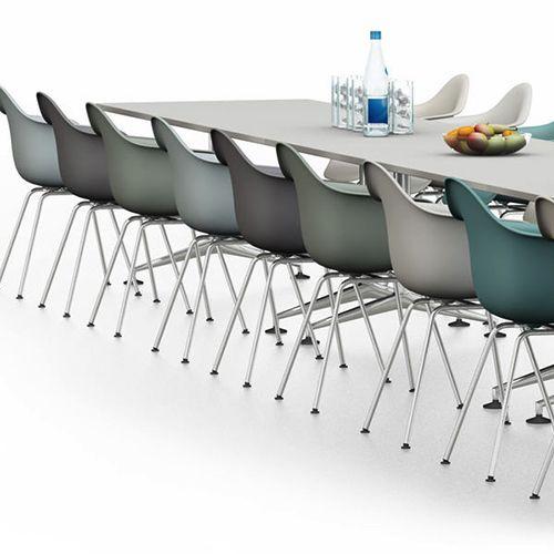 MedaMorph er moderne og prestigefyldte konferenceborde. Den enkle, men alligevel raffineret base fås i flere størrelser og to typer ben. #kontormøbler #kontor #kontorindretning #borde