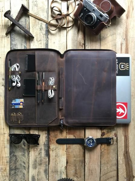 This beautiful leather Macbook iPad Mini folio organizer is stitched using soft cowhide leathers. It is sturdy, practical and styled with our minimalistic charisma. The organizer will fit an MacBook a