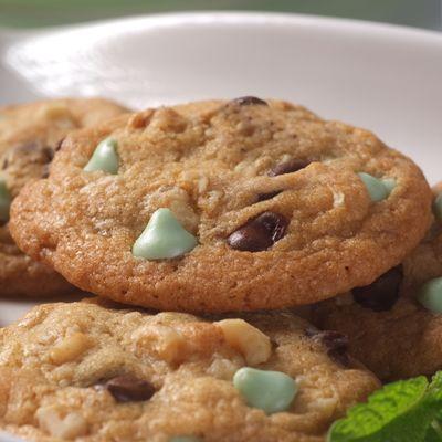Nestlé® Toll House® Dark Chocolate & Mint Morsel Cookies (Easy; 54 cookies) #mint #cookies