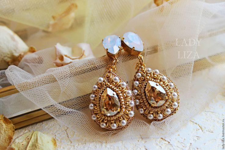 Купить Свадебные серьги с кристаллами Сваровски и бисером - золотые серьги, свадебные серьги, серьги для невесты