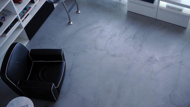La resina può essere posata su qualsiasi pavimento preesistente, dal parquet al cotto, dal linoleum al grès... Vediamo come si fa.