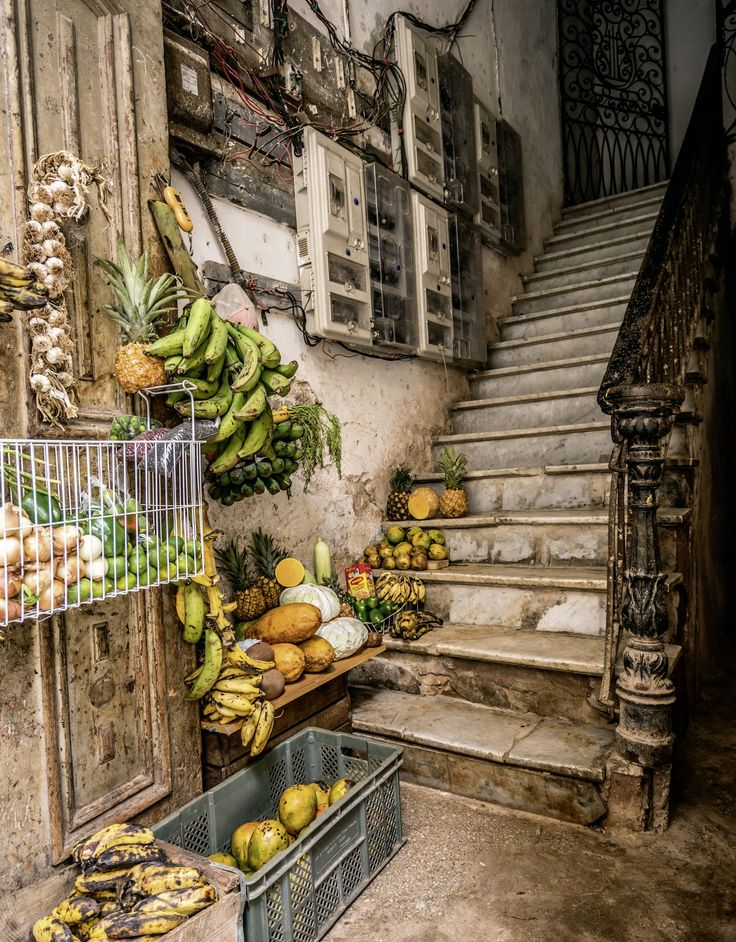 German photographer Bernhard Hartmann captures both the dilapidated and the splendid buildings of old Havana in a new book published by teNeues